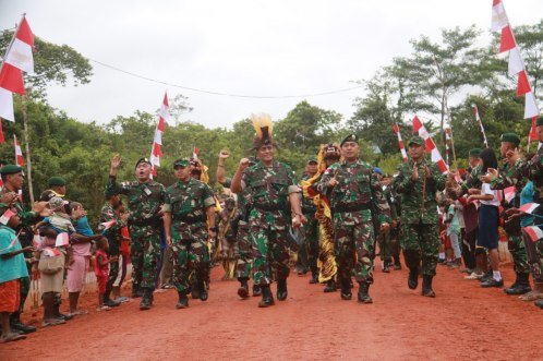 Kunjungan Pangdivif 1 Kostrad Di Satgas Yonif Raider 323