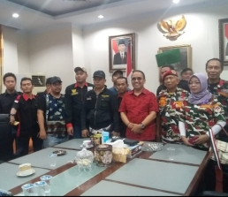 DPRD Banteng di demo (3)