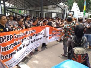 DPRD Banteng di demo